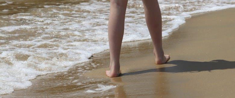 aquaphobie marchant sur la plage
